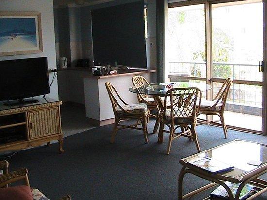 Delfinos Bay Resort : lounge & kitchen