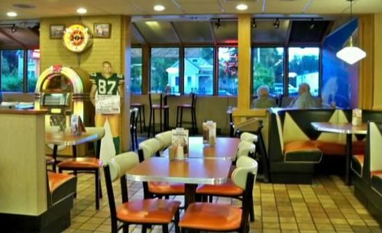 A&W Restaurant: ...a beautiful, colorfu jukebox belts out classic fifties tunes!