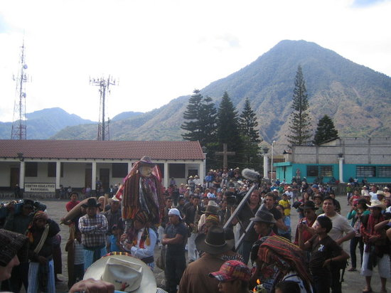 Lake Atitlan Day Tours: Maximon Procession