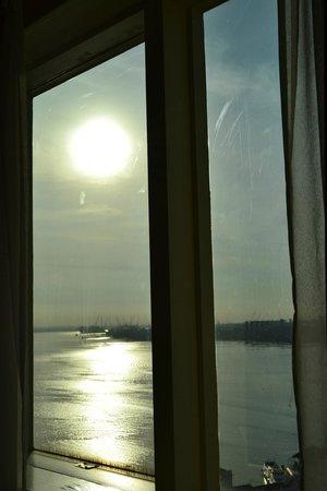 เดอะซอน รีเจนซี่ บายเดอะซี: Window overlooking sunrise