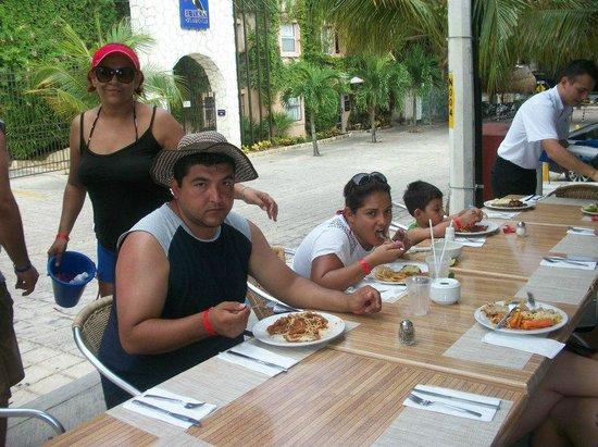 Hotel El Tukan: Comiendo con mis amigos