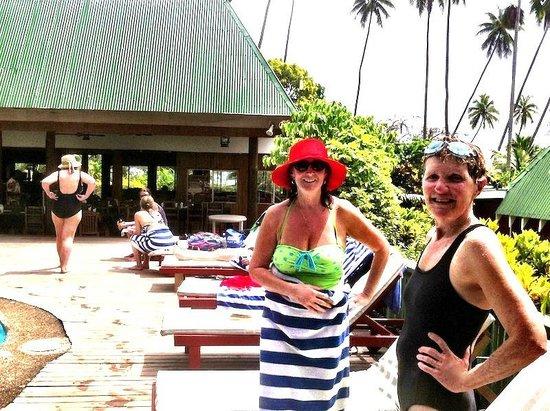 Daku Resort : Relaxing by the pool
