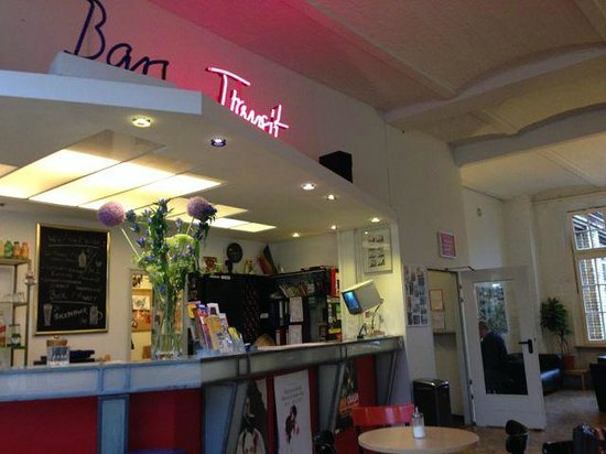 Hotel Transit : Reception & Bar