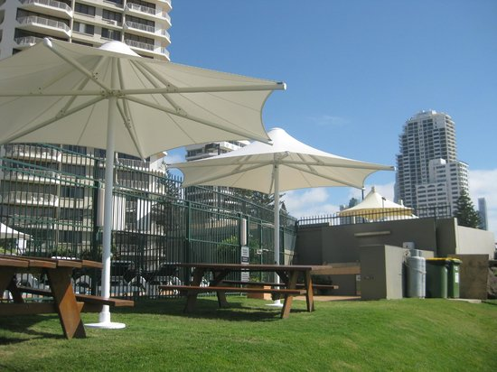The Breakers: BBQ area - right on the beach