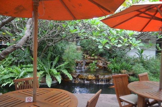 Woodlands Hotel & Resort: Часть лобби