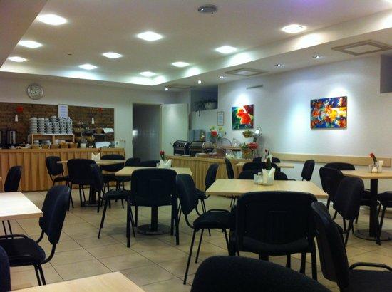 Ivolita Vilnius Hotel: 食堂