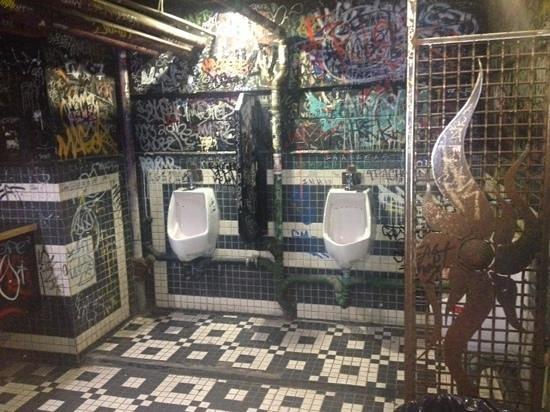 Les Foufounes Electriques: Men's Toilets
