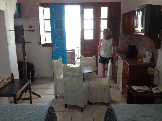 Nefeli Homes : Table , Sink