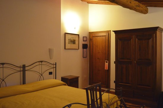 Residenza Il Villino B&B: Lovely room with tall ceilings