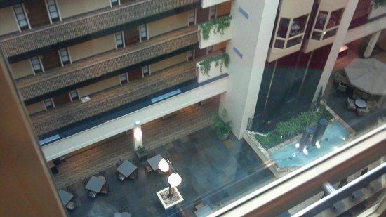 Embassy Suites by Hilton Columbus - Temporarily closed: Looking down from 8th floor