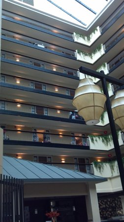 Embassy Suites by Hilton Columbus: 7 floors of rooms.