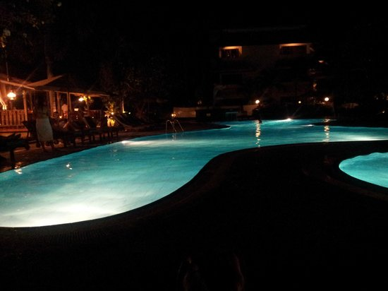 White Rose Kuta Resort, Villas & Spa: at night