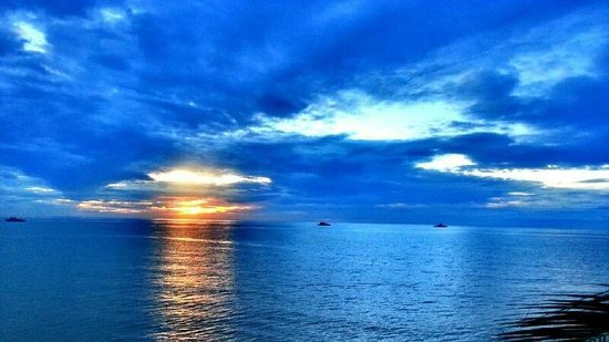 Imperial Hua Hin Beach Resort: วิวจากสระนำ้ ตอน 6 โมงเช้า