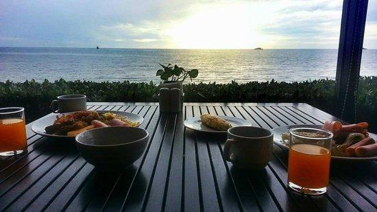 Imperial Hua Hin Beach Resort: นั่งทานข้าวกับพ่อ
