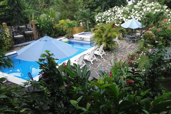 Coconut Lodge: A bit of tropical paradise.
