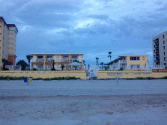 OceanFront Inn and Suites : Hotel from the beach