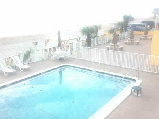 OceanFront Inn and Suites : Pool, grill area, lounging deck & beach