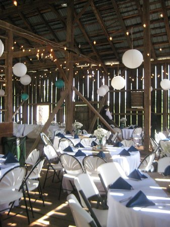 Battlefield Bed and Breakfast Inn: Reception in Barn