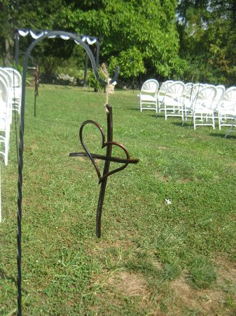 Battlefield Bed and Breakfast Inn: Outdoor ceremony