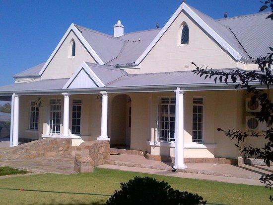 Villa Beryl Guesthouse: Front garden
