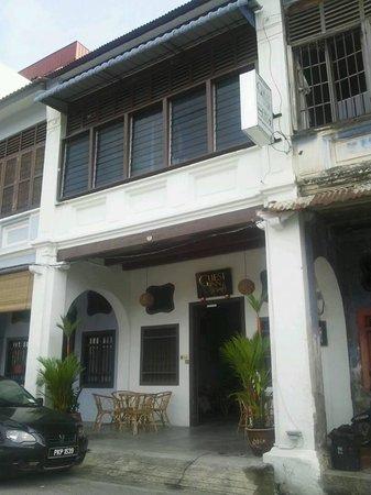 Guest Inn Muntri : Entrance