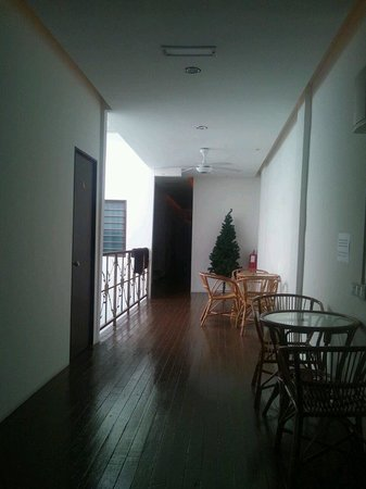 Guest Inn Muntri : Single,Double room area(2F)