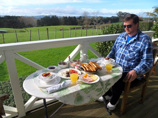 Bycroft Lodge Bed and Breakfast: Breakfast with a view