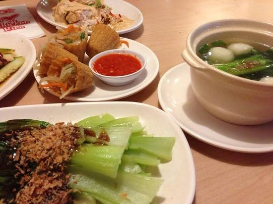 The Chicken Rice Shop: Nyonya Pai Tee , Sai To Fish Ball Soup and Pak Choy with Oyster Sauce