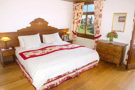 Hotel de Gruyères Wellness & Seminaires : Chambre double avec balcon