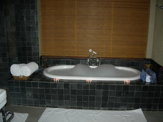 Dulini River Lodge: Our butler drew a bubble bath for us and had chapagne on ice waiting for us