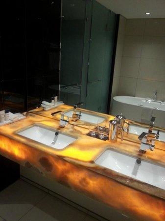 African Pride 15 On Orange Hotel : Bathroom