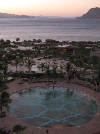 Villa del Palmar Beach Resort & Spa at The Islands of Loreto: View of Grounds & Sea of Cortez Sunset