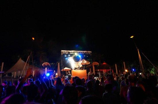 #คลับ เมด ปอลมิเย: Beach Party