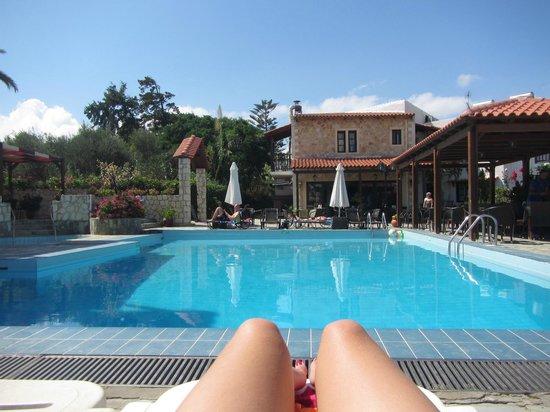Ledra Maleme: Vue de la piscine