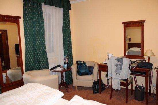 BEST WESTERN PLUS Hotel Meteor Plaza: Вид от кровати