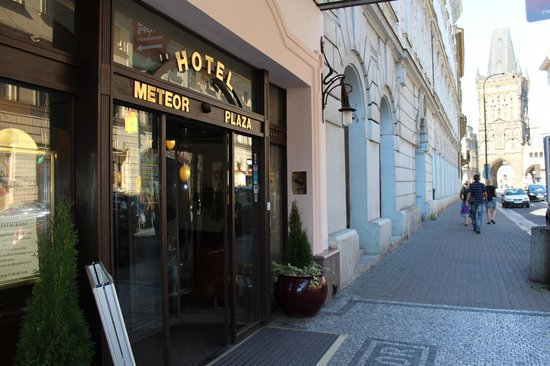 BEST WESTERN PLUS Hotel Meteor Plaza: Вход в отель