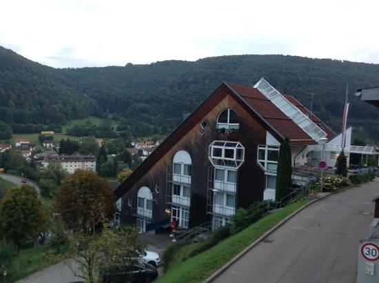 Akzent Hotel Höhenblick: guest house, across parking lot