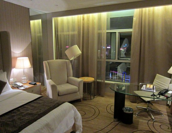 Xinhua Jianguo Hotel : Room. Wireless internet.