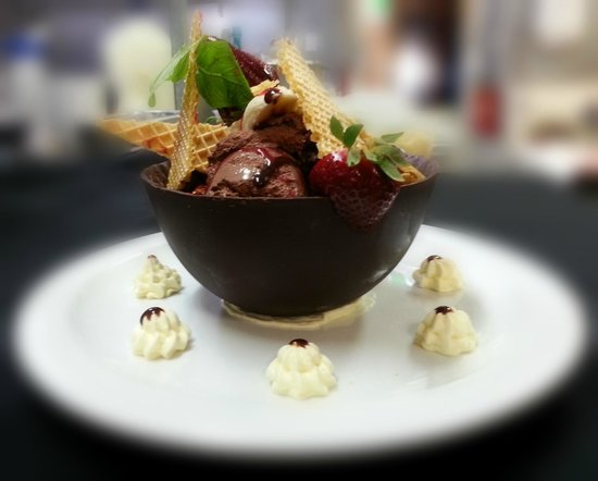 Red Ochre Grill Restaurant Alice Springs: Chocolate basket for 2