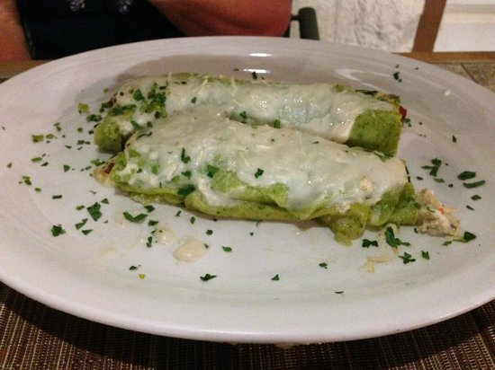 Pueo's Osteria: Fresh spinich-chicken canneloni