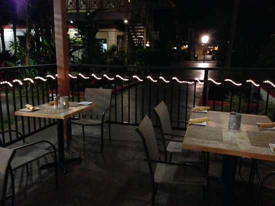Pueo's Osteria: Outside dining patio area.
