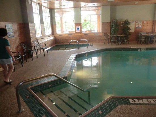 Comfort Suites Canal Park: Swimming pool at Comfort Suites