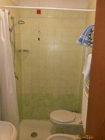 Superieur Hotel Padova Casa Del Pellegrino: A Toilet In The Shower!