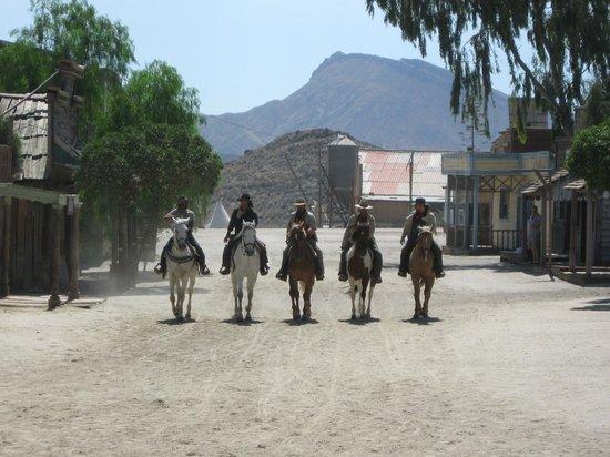 Fort Bravo Texas Hollywood : L'arrivée dans Fort Bravo.
