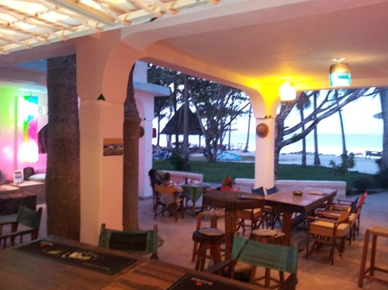 Madafoo's Beach Bar & Bistro : Sundowner time