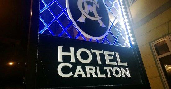 Carlton Hotel Budapest : entrata all'hotel