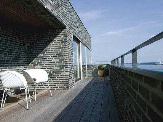 Charlottehaven: Penthouse balcony
