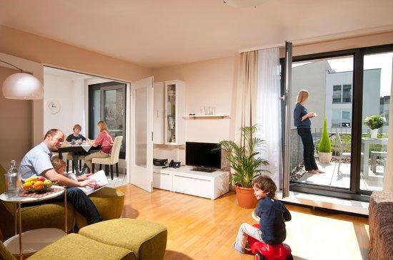 ApartHotel Residenz Am Deutschen Theater: Family Suite Schlaf- und Wohnkombination