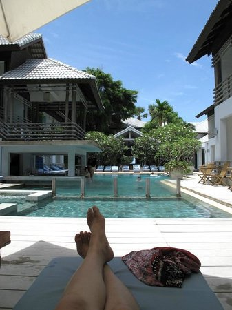 Ramada Phuket Southsea : Beautiful sunny afternoon by the pool