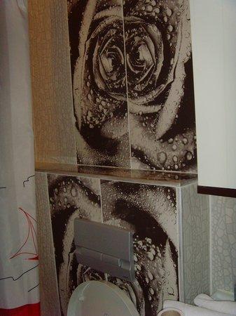 Safir Hotel : Nice bathroom!!